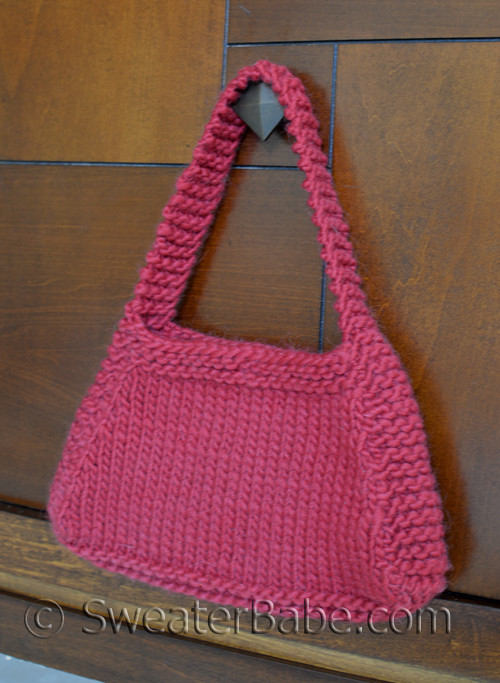 Easy Hip Knit Purse Knitting Pattern for Beginners from SweaterBabe.com.