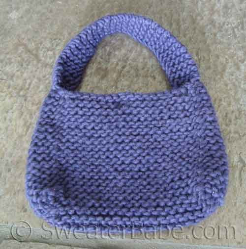 Easy Chunky Mini Purse Knitting Pattern for Beginners from SweaterBabe.com.