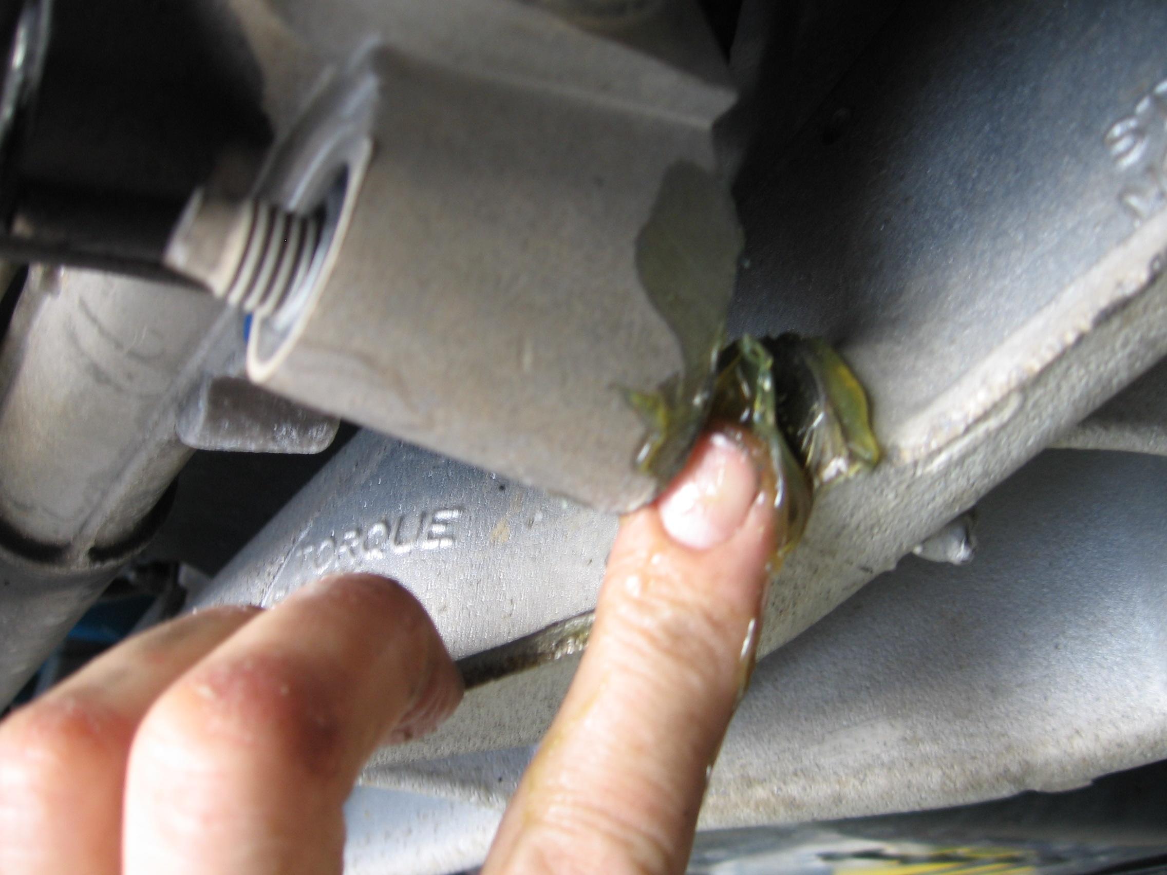 ford-ba-falcon-power-steering-rack-grease-on-rhs-mounting-stud..jpg