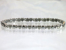Magnetic anklet Open Hearts S made with 316L stainless steel using N52-5200 Gauss rare earth magnets.  It has a magnetic therapy pull strength of 890 grams.