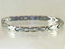 """Magnetic bracelet Oval X S 1/4"""" wide x 9/16"""" long stainless steel link with 13 rare earth magnets in 7 3/4"""" length.It has a magnetic therapy pull strength of 550 grams."""