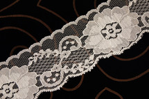 "2 1/2"" Off White Big Floral Lace Trim Wholesale"