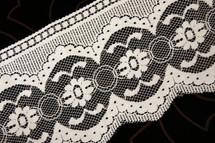 """5"""" Off-White Floral Lace Trim #lace-512"""