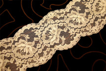 """3 3/4"""" Natural Nude Floral Galloon Lace Trim #1066"""