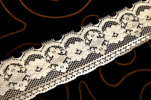 "2"" Off White Floral Lace Trim #1107"