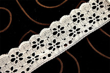 "1 1/2"" White Floral Lace Trim Wholesale"