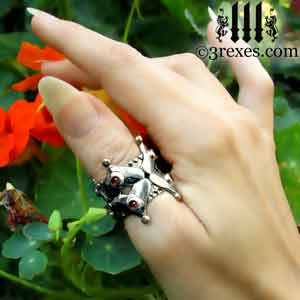 full-crown-wedding-ring-garnet-cabochon-stone-silver-gothic-model-flowers