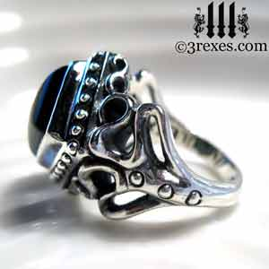 ladies-wedding-ring-raven-love-silver-gothic-black-onyx-cabochon-stone-medieval-engagement-band-side-view