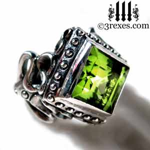 ladies-raven-love-silver-wedding-ring-gothic-green-peridot-stone-medieval-engagement-band-august-birthstone-jewelry-by-3-rexes-jewelry