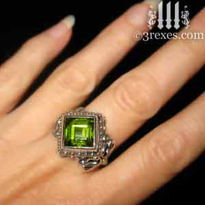 raven-love-silver-wedding-ring-green-peridot-stone-model-detail-august birthstone by 3 rexes jewelry
