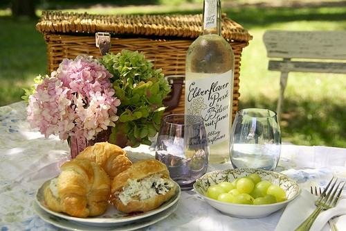 flowers-gold-coast-flowers-food-wine-basket-australia.jpg