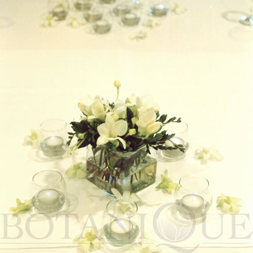 table-flowers-gold-coast-australia-dinner-party-candles.jpg