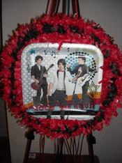 Jonas Brothers pull pinata