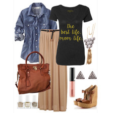 Mom Tee that can be dressed up or down.