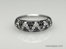 18 Karat White Gold Black and White Diamond Pavé Band