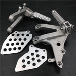 Aluminum alloy made replacement rider/front foot pegs and mount bracket kits for 2007-2012 Honda CBR600RR, this style footrest assembly are light weight than OEM stock footrest and race-inspired design provides excellent traction and feedback. CNC machined from high-impact aluminum for durability and precise fitment.