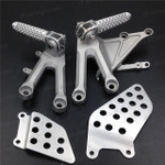 Aluminum alloy made replacement rider/front foot pegs and mount bracket kits for 2004-2007 Honda CBR1000RR, this style footrest assembly are light weight than OEM stock footrest and race-inspired design provides excellent traction and feedback. CNC machined from high-impact aluminum for durability and precise fitment.