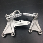 Aluminum alloy made replacement rider/front foot pegs and mount bracket kits for 2008-2011 Honda CBR1000RR, this style footrest assembly are light weight than OEM stock footrest and race-inspired design provides excellent traction and feedback. CNC machined from high-impact aluminum for durability and precise fitment.