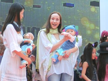 simon-suit-organic-baby-grow-on-catwalk-at-tokyo-fashion-show-3.jpg