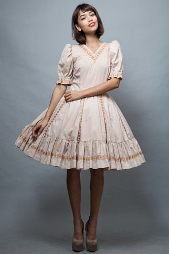 Harajuku Lolita square dance dress L large vintage 70s beige gold ruffles doll sleeves L  :