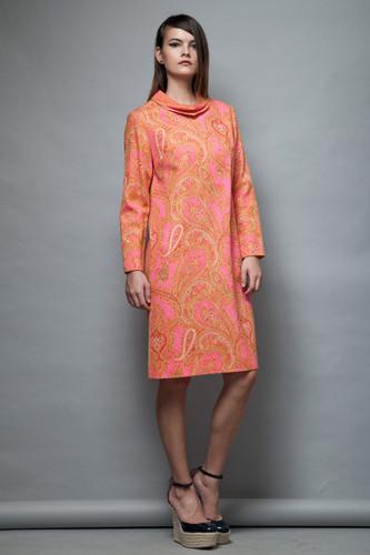 shift pink paisley bark cloth dress a-line long sleeves vintage 1960s MOD M L