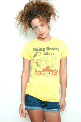 "Junk Food Vintage T-shirt 50/50 Wonder Woman Being Smart is Wonderful Yellow L (17"" Width)"