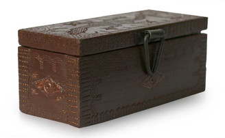"Handcrafted Wooden Box ""Gecko Portal"""