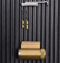 2-pinned lock