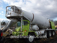Oshkosh 11 cu yd Front Discharge Cement Mixer