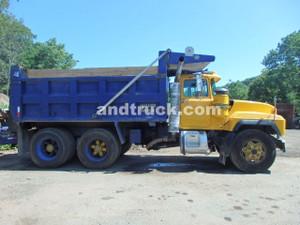1997 RD688S Tandem Axle Mack