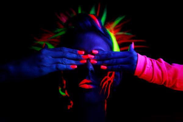 body-paint-glow-paint-uv-paint-pintura-ultra-violet.jpg