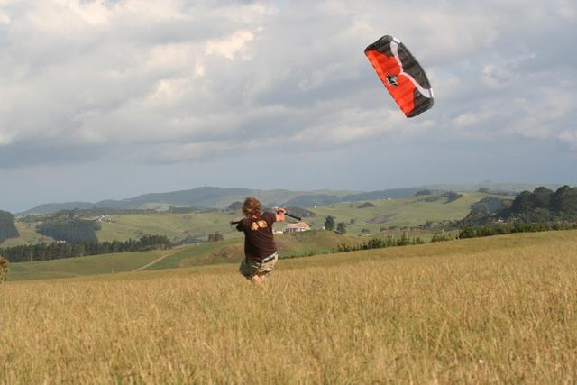 ozone-quatrro-kite-flying.jpg