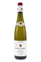 Hand selected grapes from the vinyards define this Pinot Gris by enhancing its attractive aromatic qualities