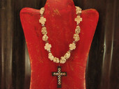 Beige chunky necklace with cross pendant