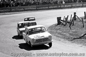 65758 - Bruce Hodgson & Chalie Smith  Cortina 220  Bathurst 1965 - Photographer Lance J Ruting