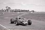 69572 - Jochen Rindt - Lotus 49T - Practice with no wings - Sandown 16th February 1969 - Photographer Peter D Abbs