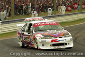 97750 - D. HOSSACK / S. ELLERY - Commodore VS - Bathurst 1997 - Photographer Ray Simpson
