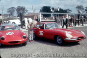 62421 - T. Osborne Lotus Elite / B. Jane E Type Jaguar  - Sandown  1962 - Photographer Laurie Johnson