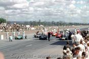 62541 - 47 B. McLaren Cooper Climax / 6 B. Stillwell / 1 J. Brabham  The front row of the grid  - AGP  Caversham  1962 - Photographer Laurie Johnson