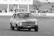 71256 - Stewart McLeod / Adrian Mortimer, Torana XU1 - Dulux Rally - Calder 15th August 1971 - Photographer Peter D'Abbs