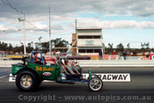 75910 - Bills Bucket V's Hot Wheels - Castlereagh Drags 1975 - Photographer Jeff Nield