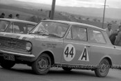 64756 - George Murray / Jock McLean - Vauxhall Viva -  Bathurst 1964 - Photographer Lance Ruting