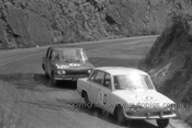 64763 - A. Davis / P. Mander & A. Davison / R. Tresise - Triumph 2000  -  Bathurst 1964 - Photographer Lance Ruting