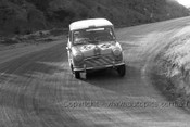 64771 - D. Holland / L. Stewart - Morris Cooper -  Bathurst 1964 - Photographer Lance Ruting