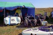 72467 - John Gray, Elfin, #28 warick Manderson, Malmark Formular Vee - Phillip Island 1972 - Photographer Peter D'Abbs