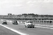 62112 - Des West, Holden FX & Norm Beechey Holden FX - Sandown 1962 - Photographer Peter D'Abbs