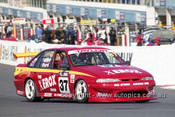 201786 - B. Attard & R. Hurd, Holden Commodore VS - Bathurst 2001 - Photographer  Marshall Cass