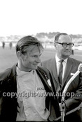 63587 - Bruce McLaren, Winner of the Sandown International 1963 - Photographer Peter D'Abbs
