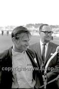 63587 - Bruce McLaren, Winner of the Sandown International 1963 - Photographer Peter D'Abbs