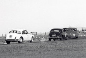 61013 - Bob Jane, Ian Geoghegan, Ron Hodgson, Bill Pitt & Bill Burns, Jaguar - ATCC Lowood 1961
